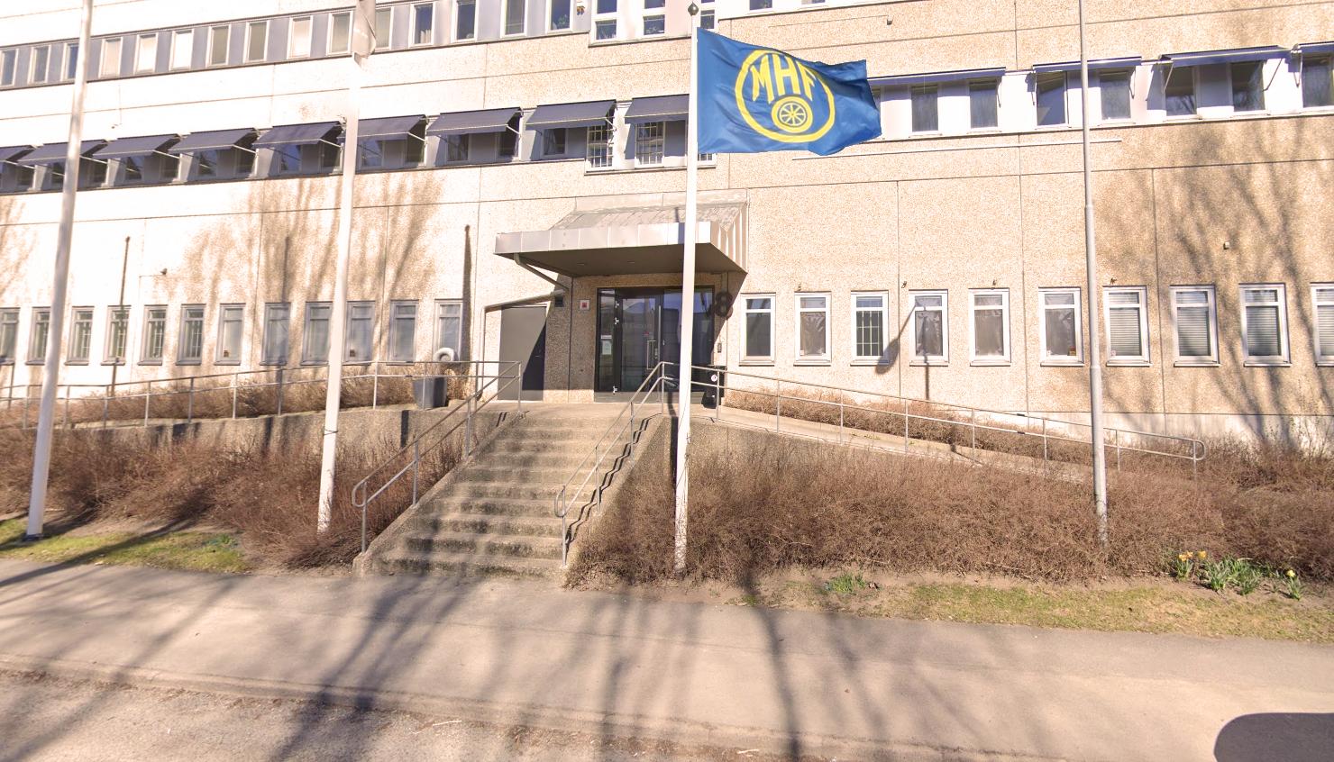 Byängsgränd 8. Med monterad MHF-flagga.